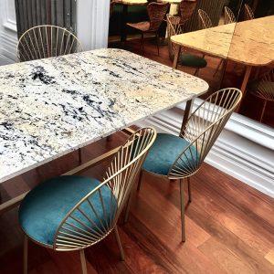 8 chaises Blus - Hôtel pommeraye Nantes - anouchka potdevin